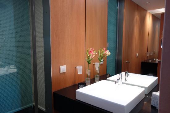 Son Brull Hotel & Spa: Roomy bathroom!