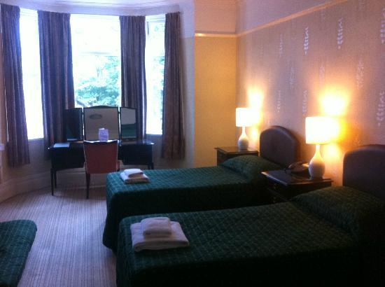 Lisdoonie Hotel : twin room