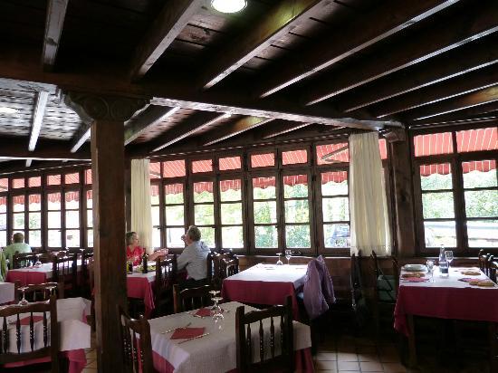 Restaurante Cafe Cares : Comedor