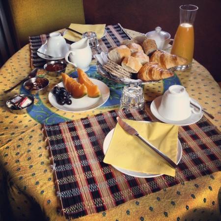 La Gracette : Cézanne on the breakfast table