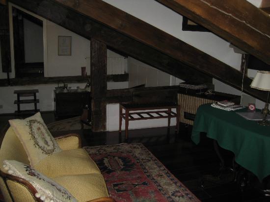 Sandra B&B: Rooftop room sitting areas