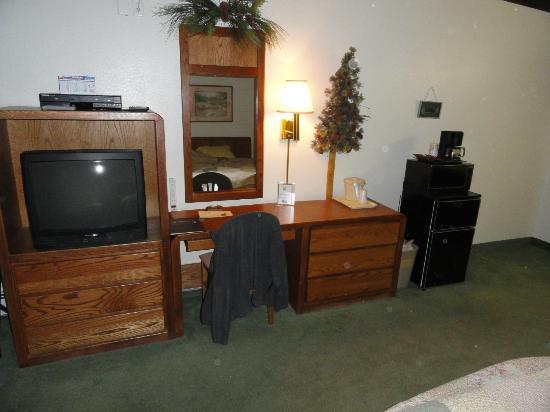 Deer Crest Resort: Tv; DVD player; writing area; Fridge; Microwave 