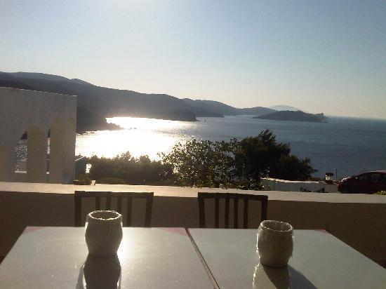 Patmos Paradise Hotel : La vista dalla terrazza della colazione!