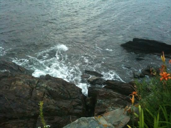 Beloin's on the Maine Coast: Beloin's: Rocky View Down Onto Rocks from Room