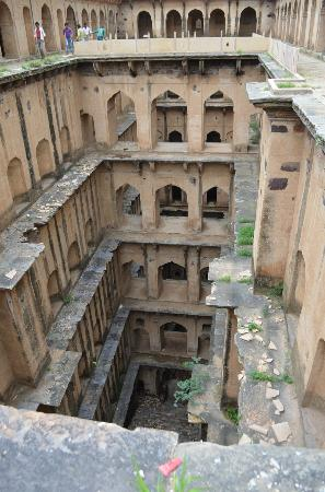 Flying Fox Neemrana: The step well near Neemrana Fort
