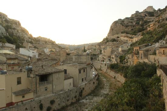 C'era Una Volta Scicli: View over the town from road to Modica