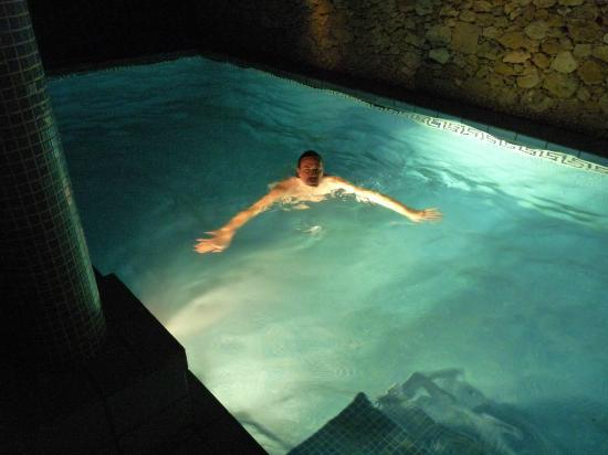 Bella Vista Farmhouses: pool at the night