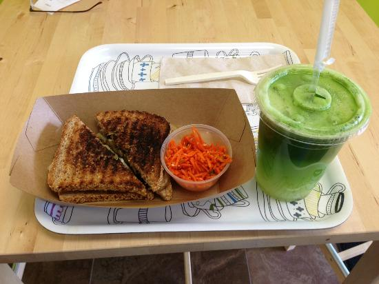 My Organic Corner: Veggie Panini with 16oz Green Juice