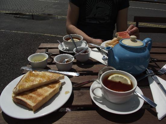 The Reading Rooms : Tea and Toast