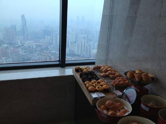 Renaissance Shanghai Zhongshan Park Hotel: Breakfast views