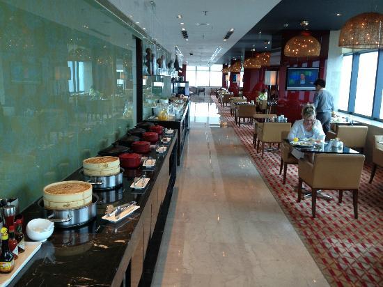 โรงแรมเรอเนสซองซ์ เซี่ยงไฮ้ จงซัน พาร์ค: Breakfast in the lounge