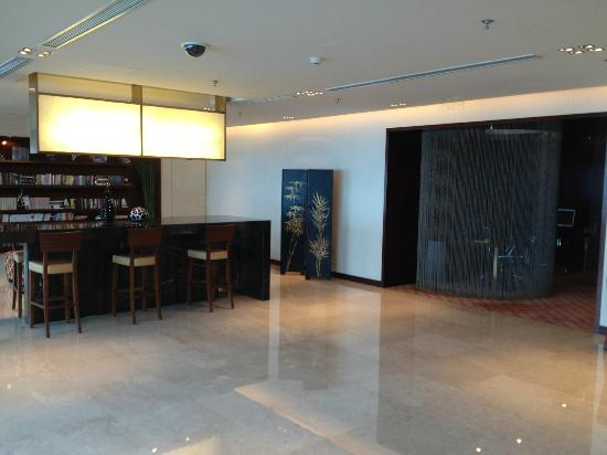 โรงแรมเรอเนสซองซ์ เซี่ยงไฮ้ จงซัน พาร์ค: Lounge's upper floor