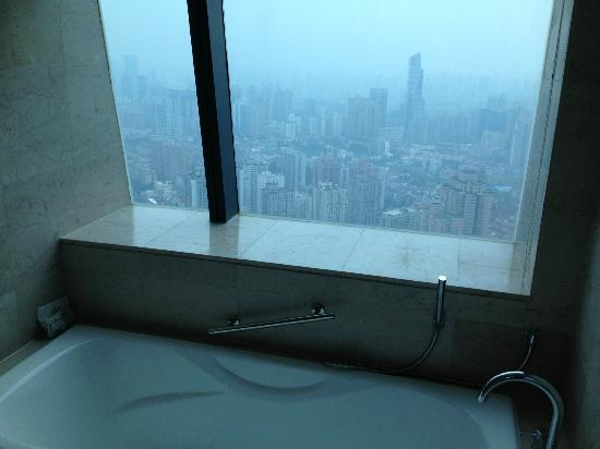 Renaissance Shanghai Zhongshan Park Hotel: A view from the bathroom