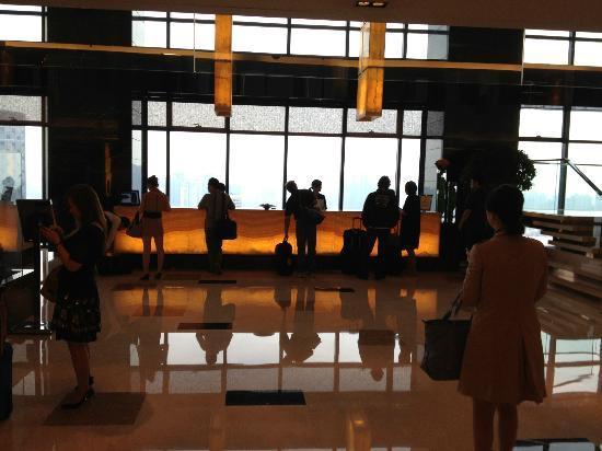 โรงแรมเรอเนสซองซ์ เซี่ยงไฮ้ จงซัน พาร์ค: Hotel's lobby