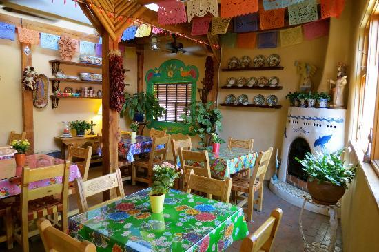 El Paradero Bed and Breakfast Inn: Inside dining area