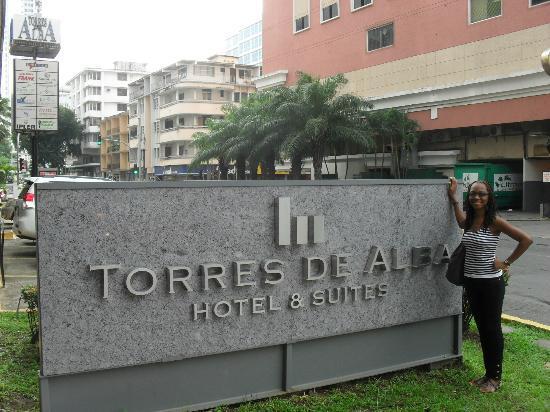 Aparthotel Torres de Alba: Entrance to Hotel Torres de Alba