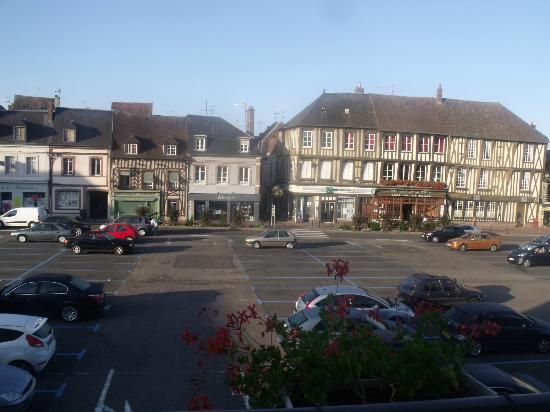 Hotel du Saumon : view of the sqare from the balcony