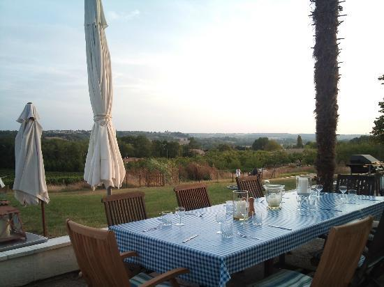 Vue de Duras: Outside dining with a view