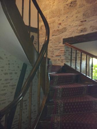 Hôtel Jean XXII : Escalier qui monte au 2nd