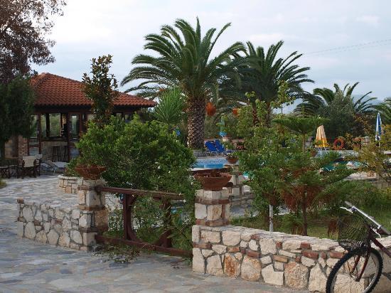 Daniel Hotel: bar pool area