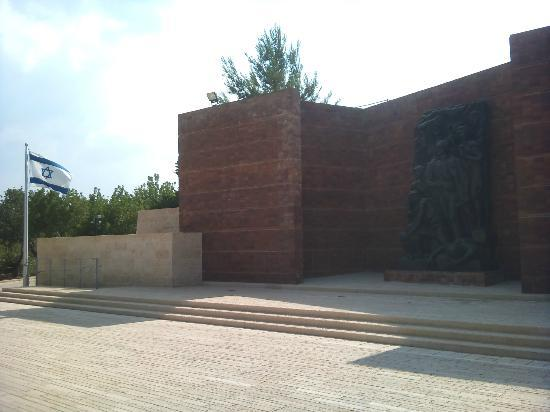 Yad Vashem -  The World Holocaust Remembrance Center: Warsaw Ghetto Square