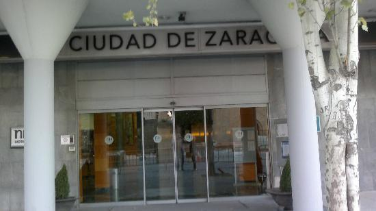 NH Ciudad de Zaragoza: Entrada