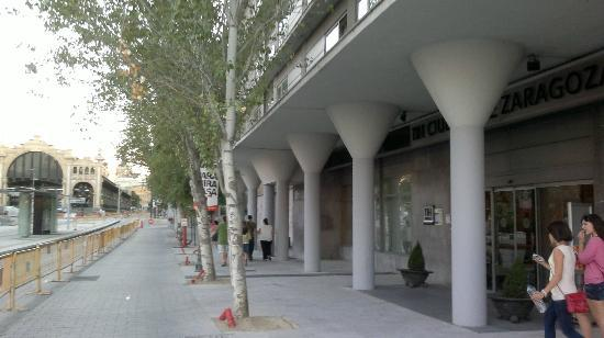 NH Ciudad de Zaragoza: Calle del hotel