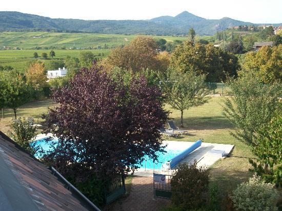 Kanzel Suites & Residences : la piscine vue de mon balcon