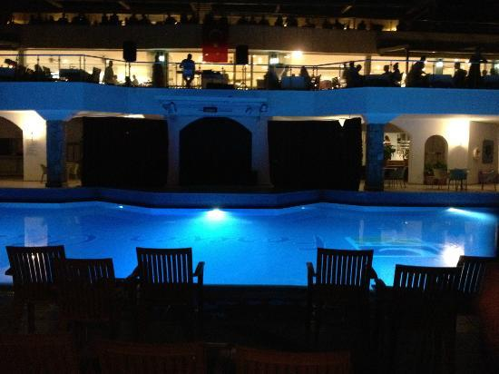 Forever Club: the pool at night time