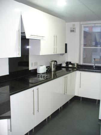 LSE Carr-Saunders Hall: Fully serviced kitchen