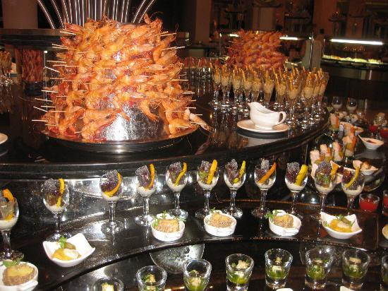 Calista Luxury Resort: Small selection of starters in main restauant