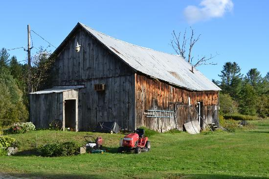 Combes Family Inn: Old Barn on the Property