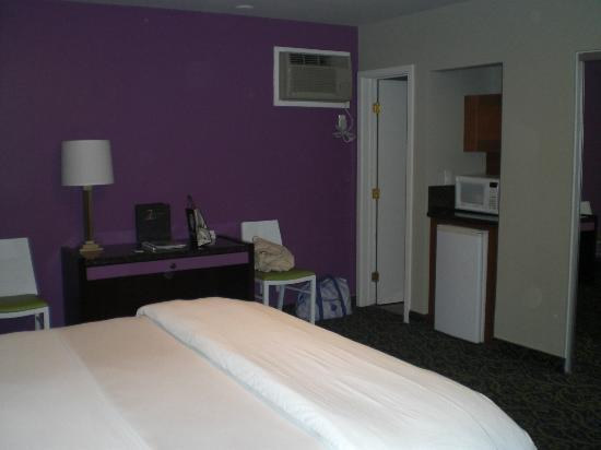 7 Springs Inn & Suites: Habitación