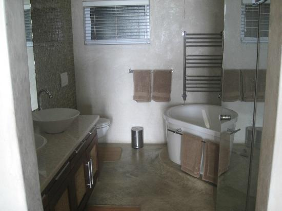 Cornerstone Guesthouse: Apartement - eins der Bäder