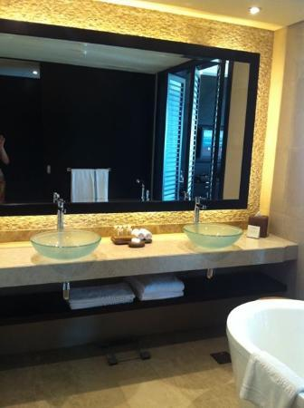 Rixos The Palm Dubai: great bathrooms