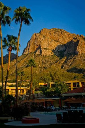 El Conquistador Tucson, a Hilton Resort: Evening view
