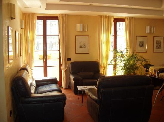 Hotel Duomo Firenze: sitting room