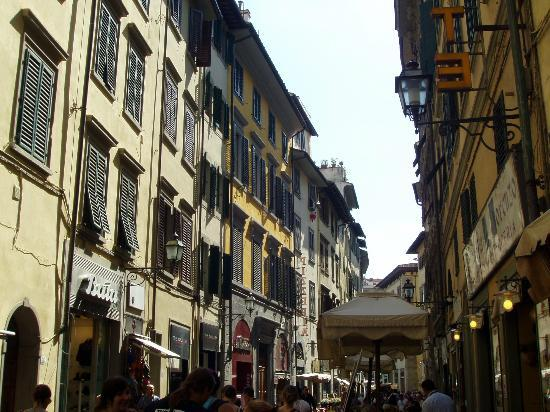 Hotel Duomo Firenze: down the street