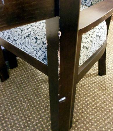 ‪‪BEST WESTERN Albany Airport Inn‬: furniture old, worn and scratched‬