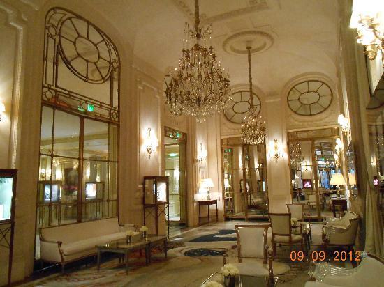 lobby area picture of le meurice paris tripadvisor. Black Bedroom Furniture Sets. Home Design Ideas