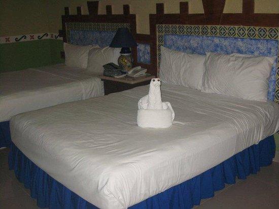 هوتل لاس جوولندريناس:                   nuestra habitacion cama twin                  