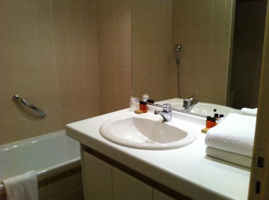 Hôtel Les 3 Barbus : Salle de bain