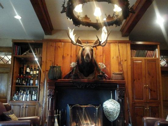 The Lodge at Buckberry Creek: Library Bar