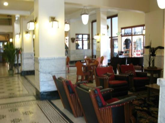 The Historic Plains Hotel: lobby