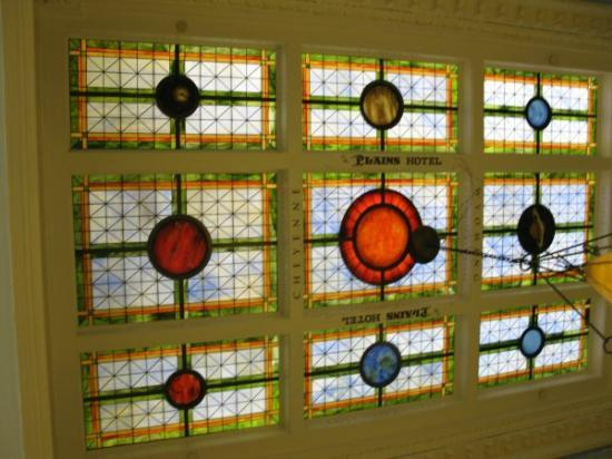 The Historic Plains Hotel: ceiling in lobby