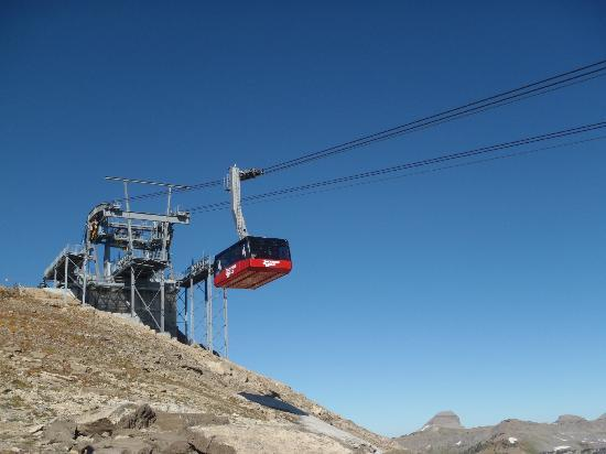 Jackson Hole Aerial Tram: A tram arriving at the summit