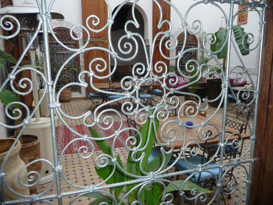 Riad Attarine: vue du patio de la chambre gingembre