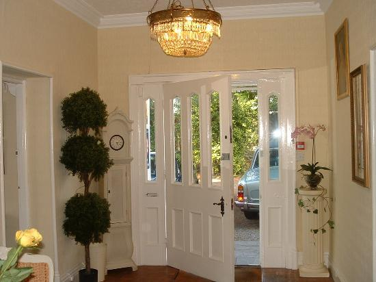 White Lodge Hotel: Entrance Hall