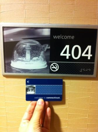 Hampton Inn & Suites Hartford/East Hartford: Card matches room #...brilliant