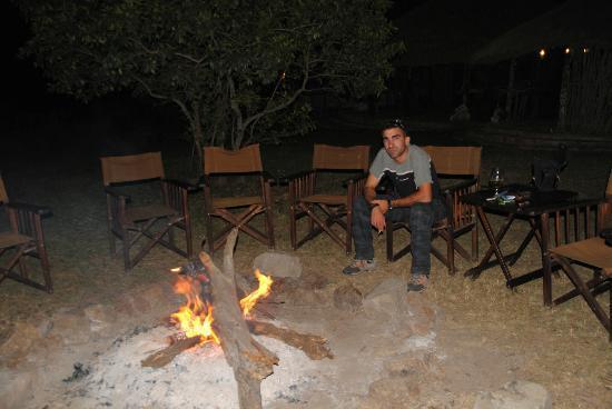 Enkerende Tented Camp: Noche con fuego